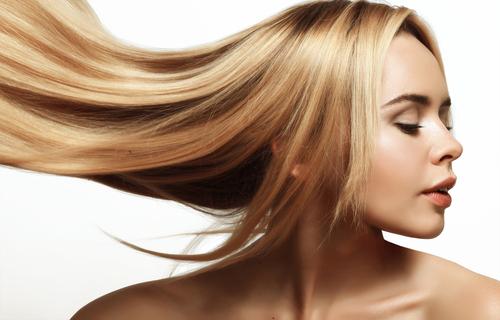 ストレートヘアの女性画像