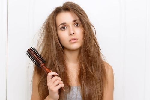女性の髪の悩み画像