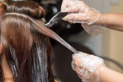 白髪染めでも明るい色にできる?できない?明るくできる方法を美容師が解説します